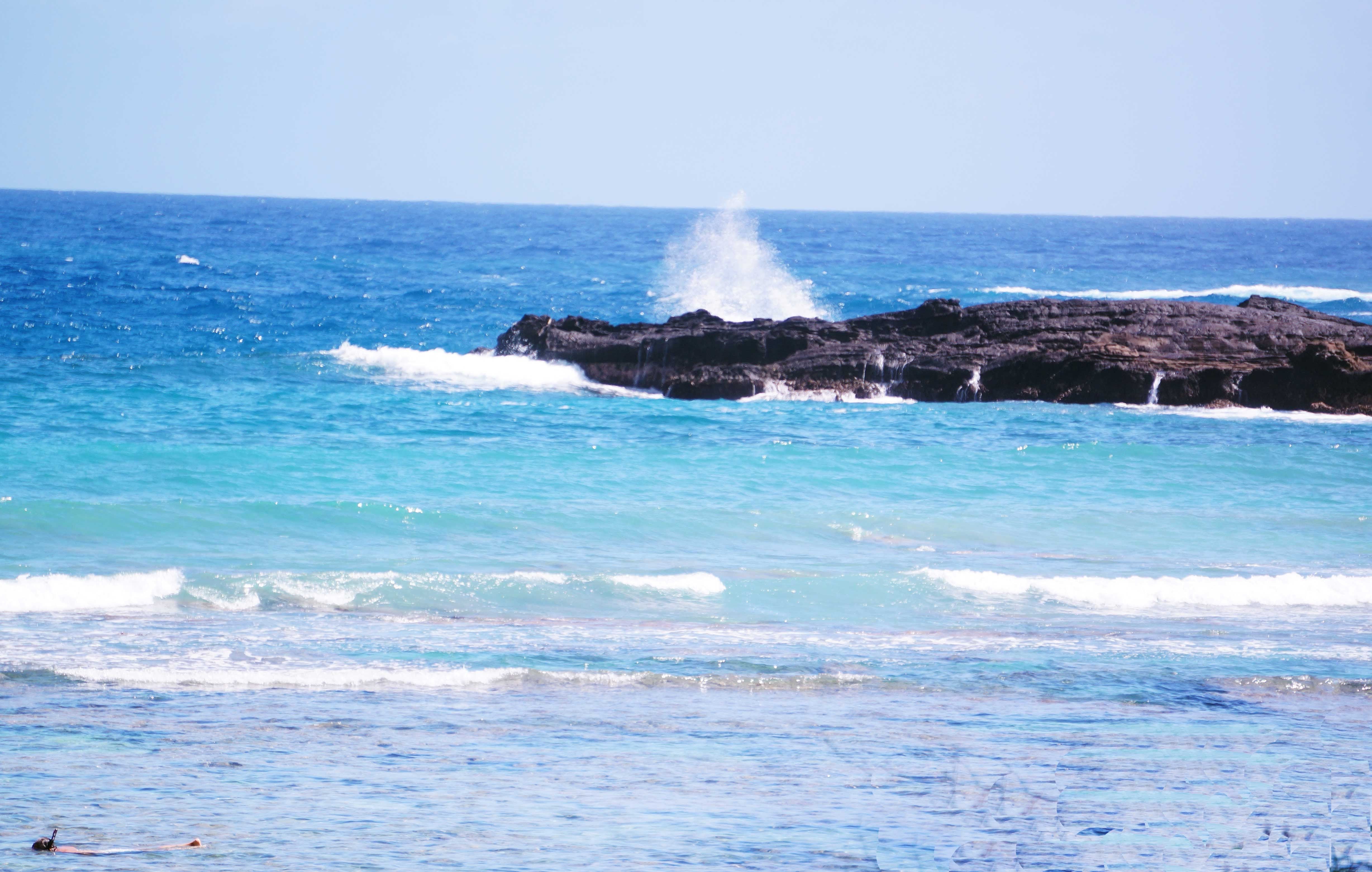 Waves-Crashing-hanauma-bay